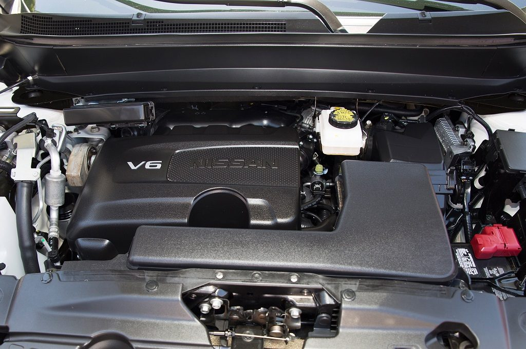 2017-Nissan-Pathfinder-engine