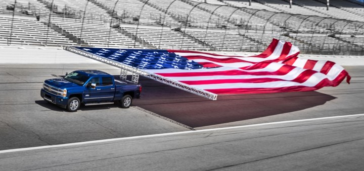 2017-chevrolet-silverado-hd-flag-pull-guinness-world-record-texas