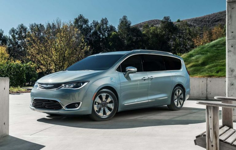 chrysler-pacifica-2017-1280-02