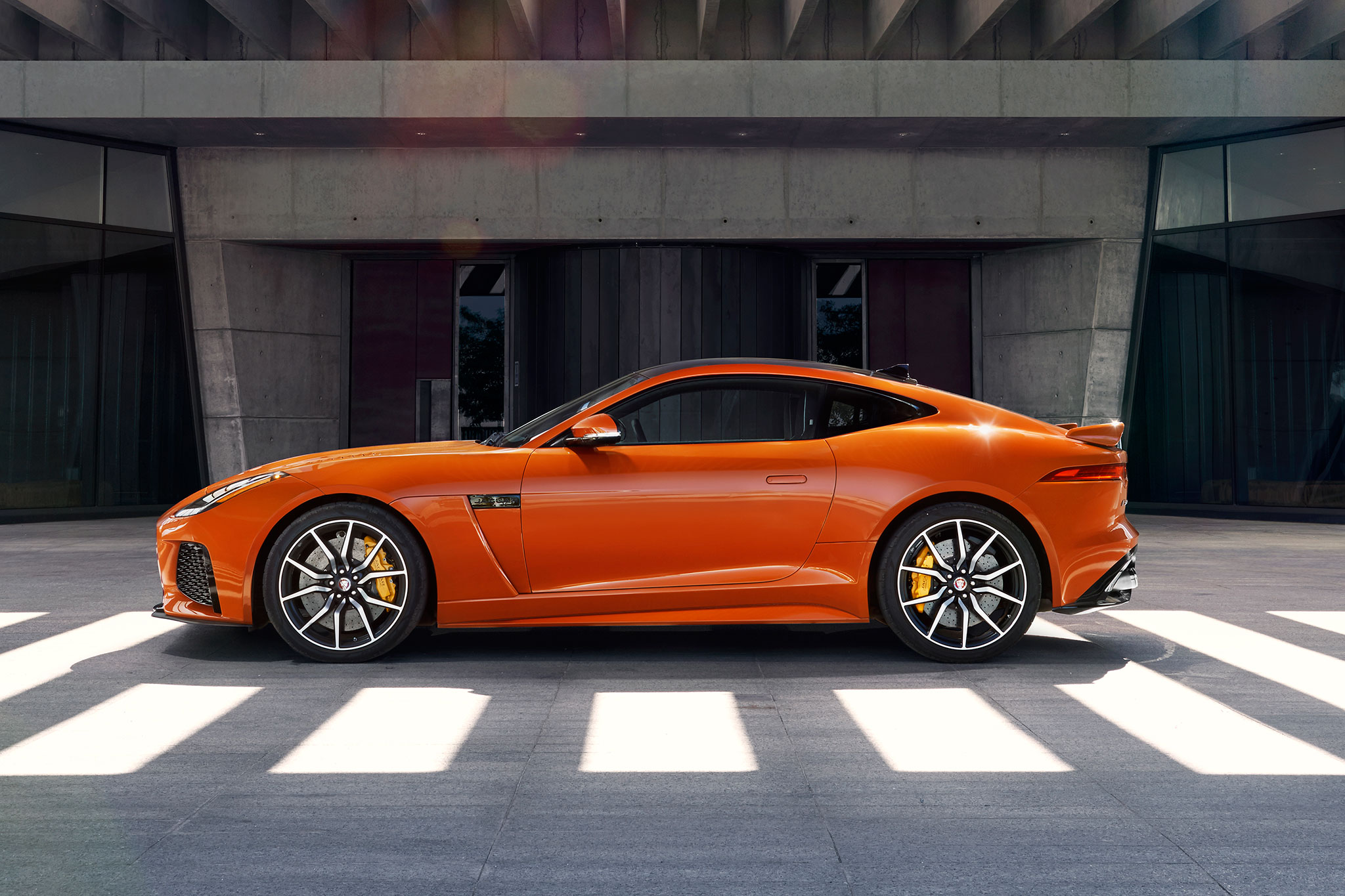 2017-jaguar-f-type-svr-side-profile-01