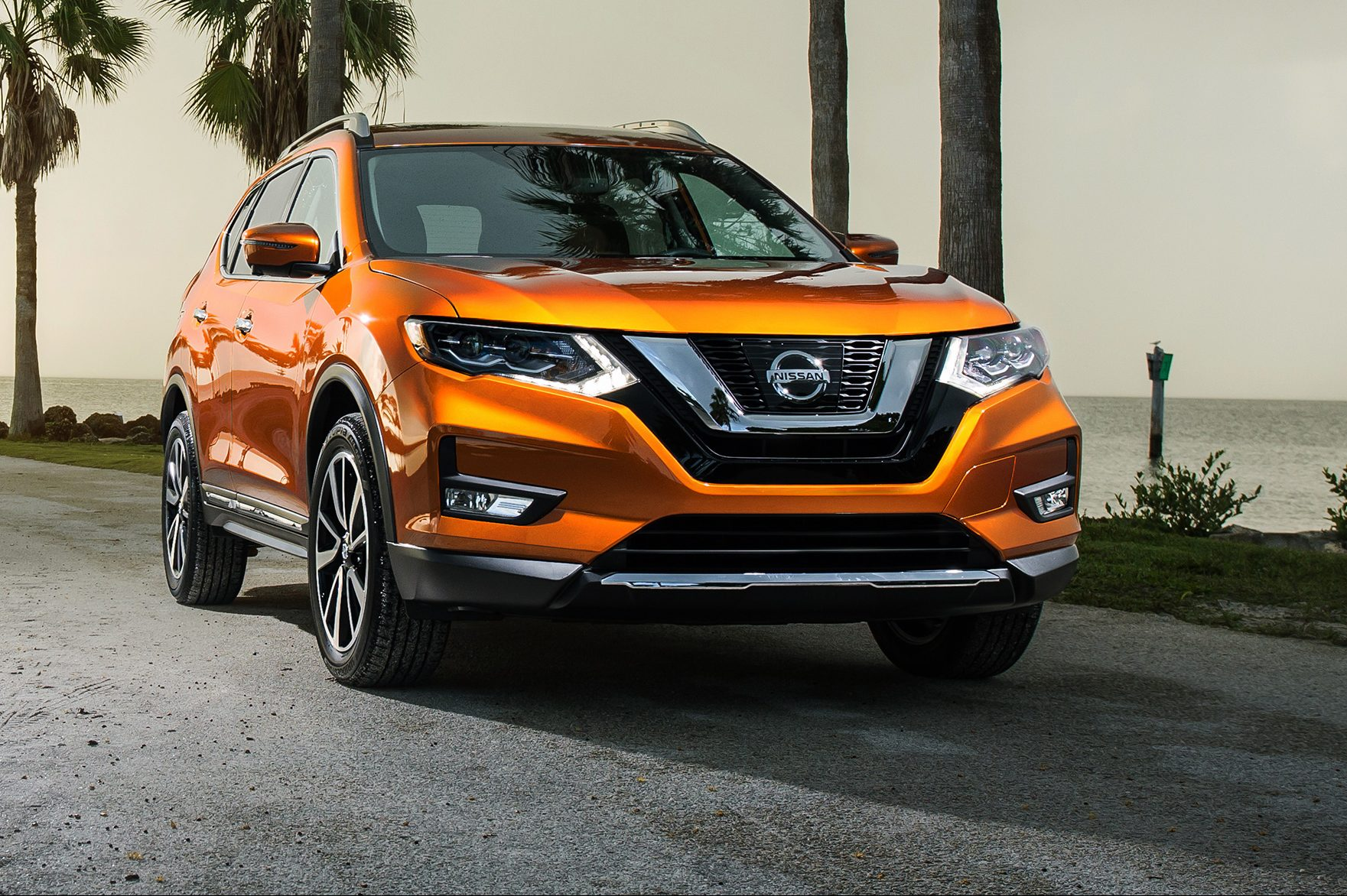 2017-Nissan-Rogue-
