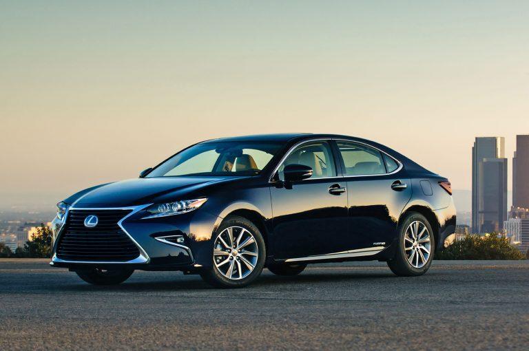 2017-Lexus-ES-300h-