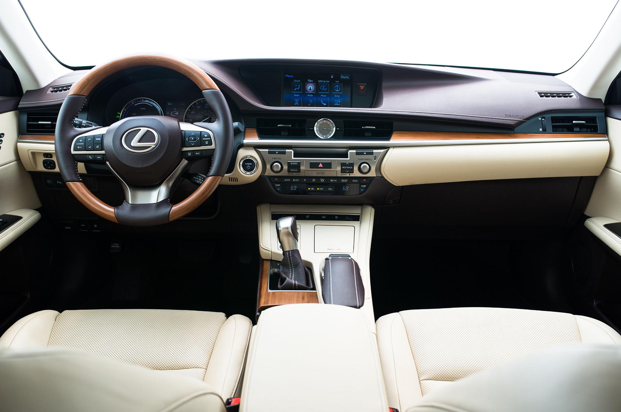 2017-Lexus-ES-300h-interior
