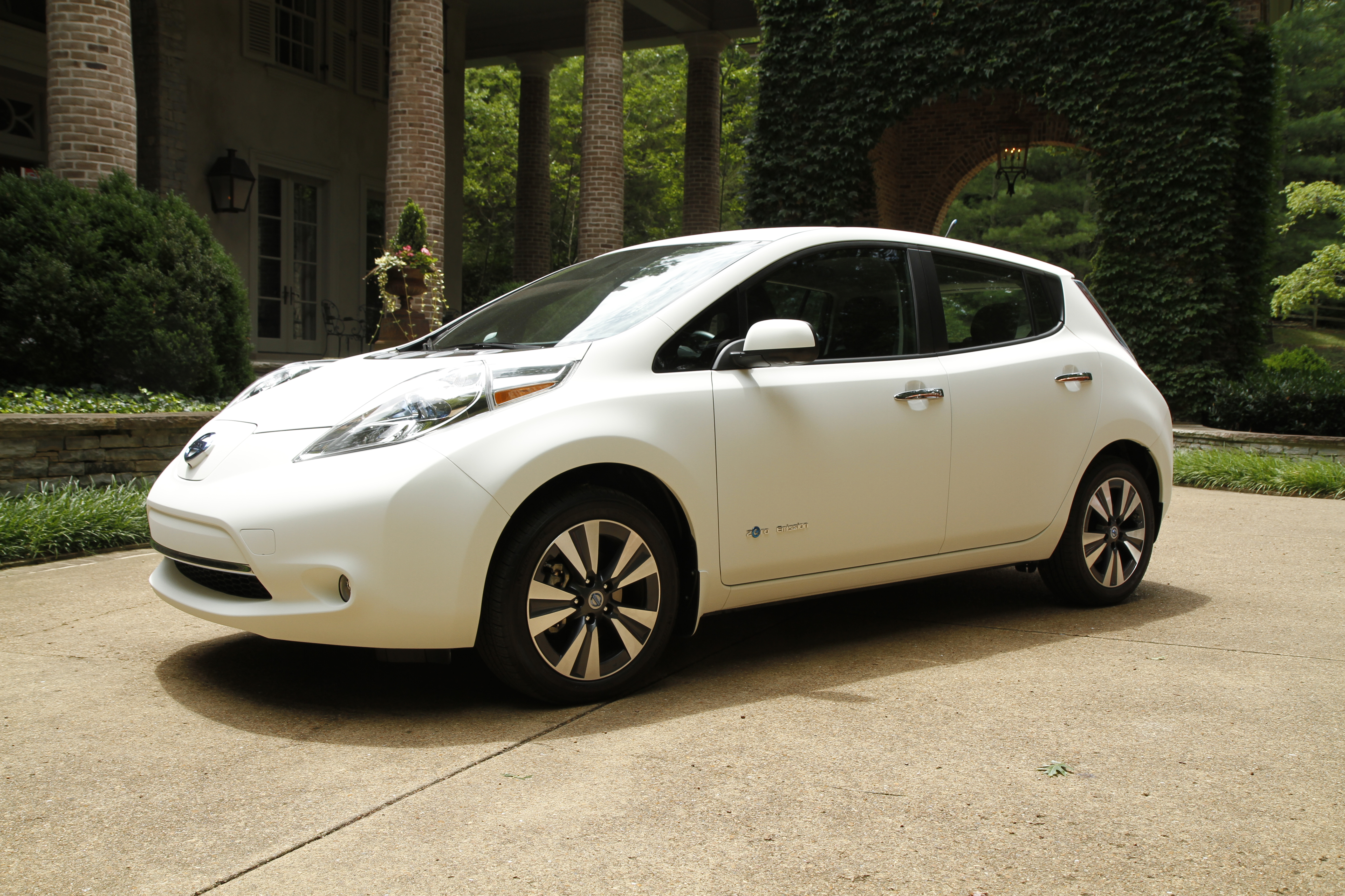 "Nissan creates ""World's Cleanest Car"" Ð a zero emissions Nissa"
