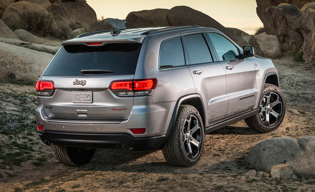 2017-Jeep-Grand-Cherokee-Trailhawk-back