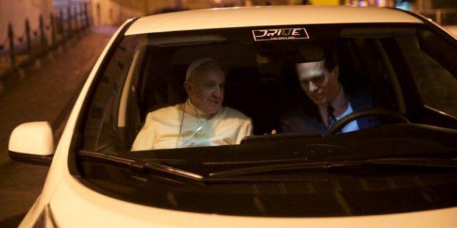 El Papa en el Nissan leaf