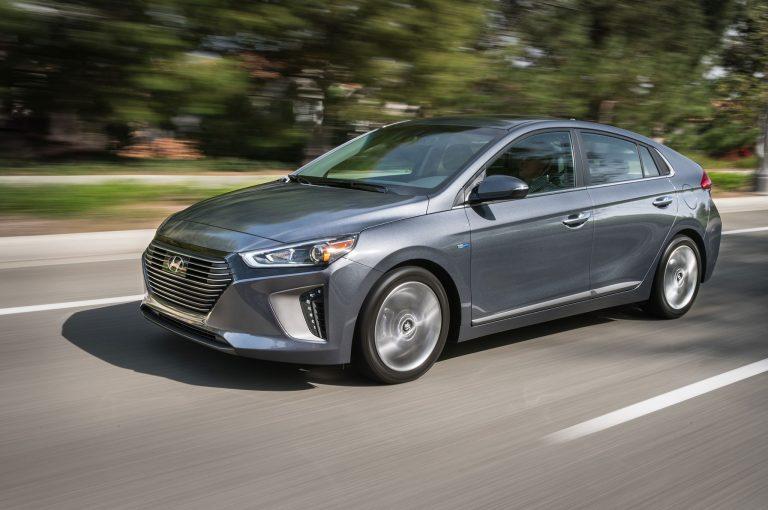 2017-Hyundai-Ioniq-Hybrid-