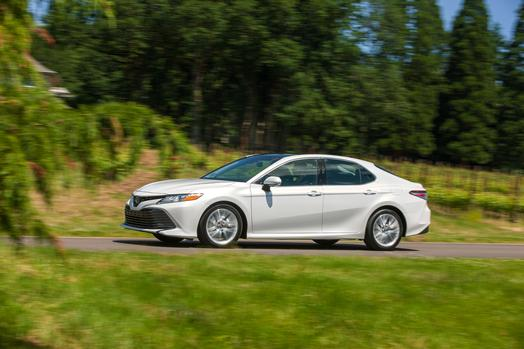 2018_Toyota_Camry_XLE_02_