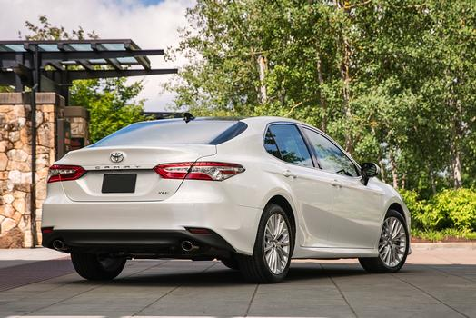 2018_Toyota_Camry_XLE_06_