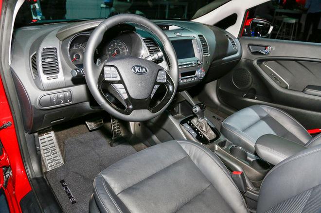 2017-Kia-Forte-interior