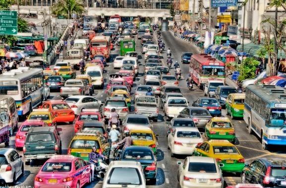 Las ciudades donde los conductores ven pasar su vida en el tráfico