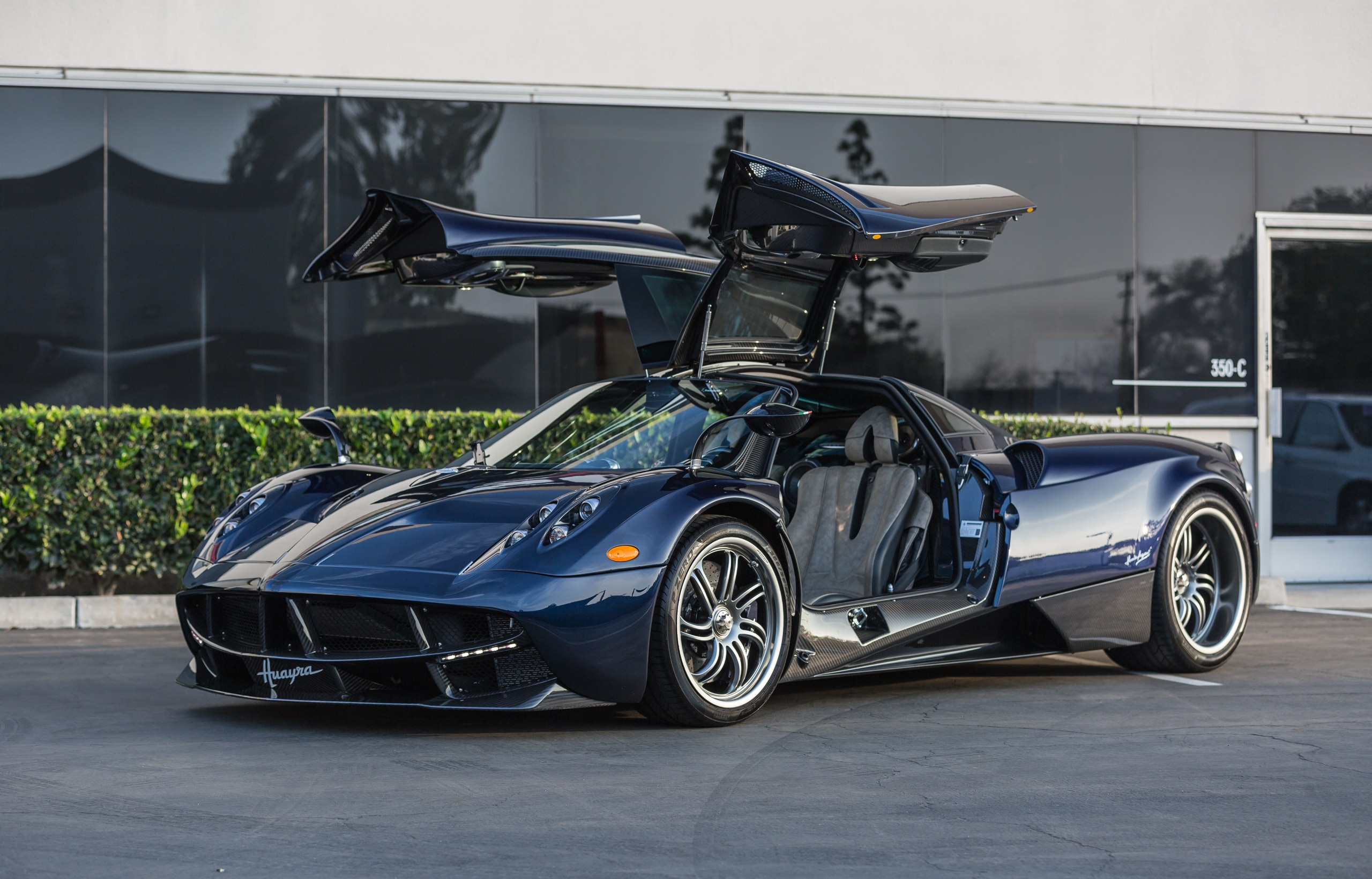The dream of a car like the Huayra Roadster can only be told through the words of Horacio Pagani the man who more than anyone else has imagined desired and shaped