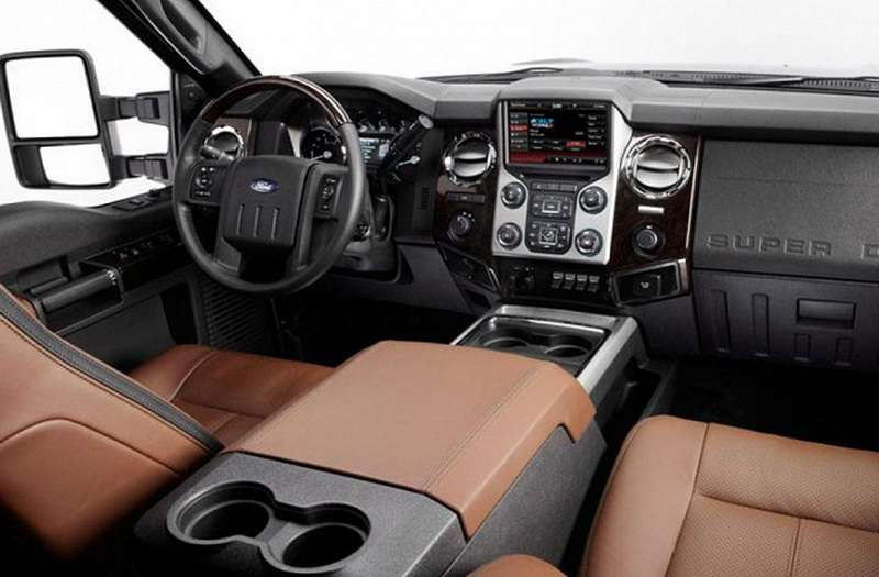 2016-Ford-F-250-interior-FCI