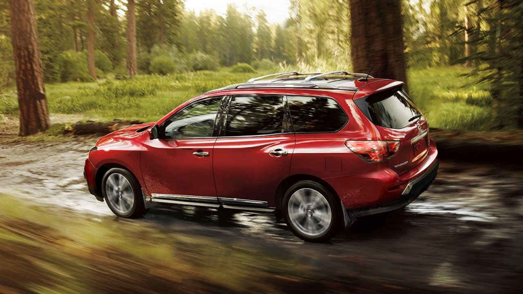 2017-nissan-pathfinder-side-view-red-large