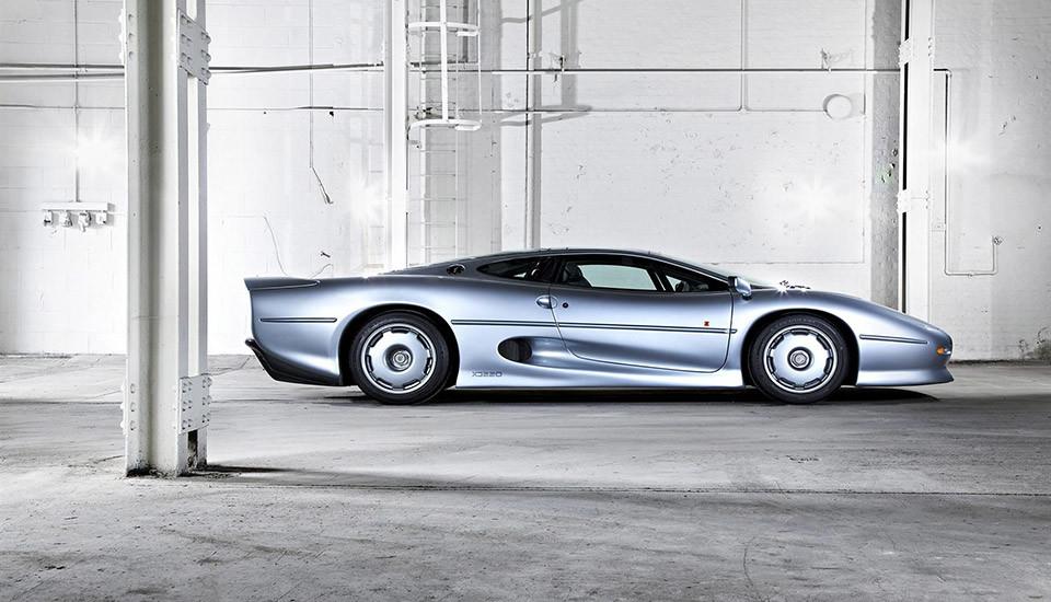 Jaguar-XJ220-