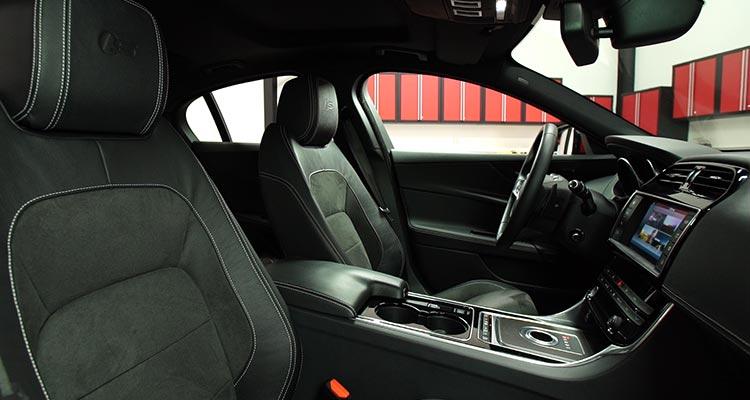 2017-Jaguar-XE-interior- (1)