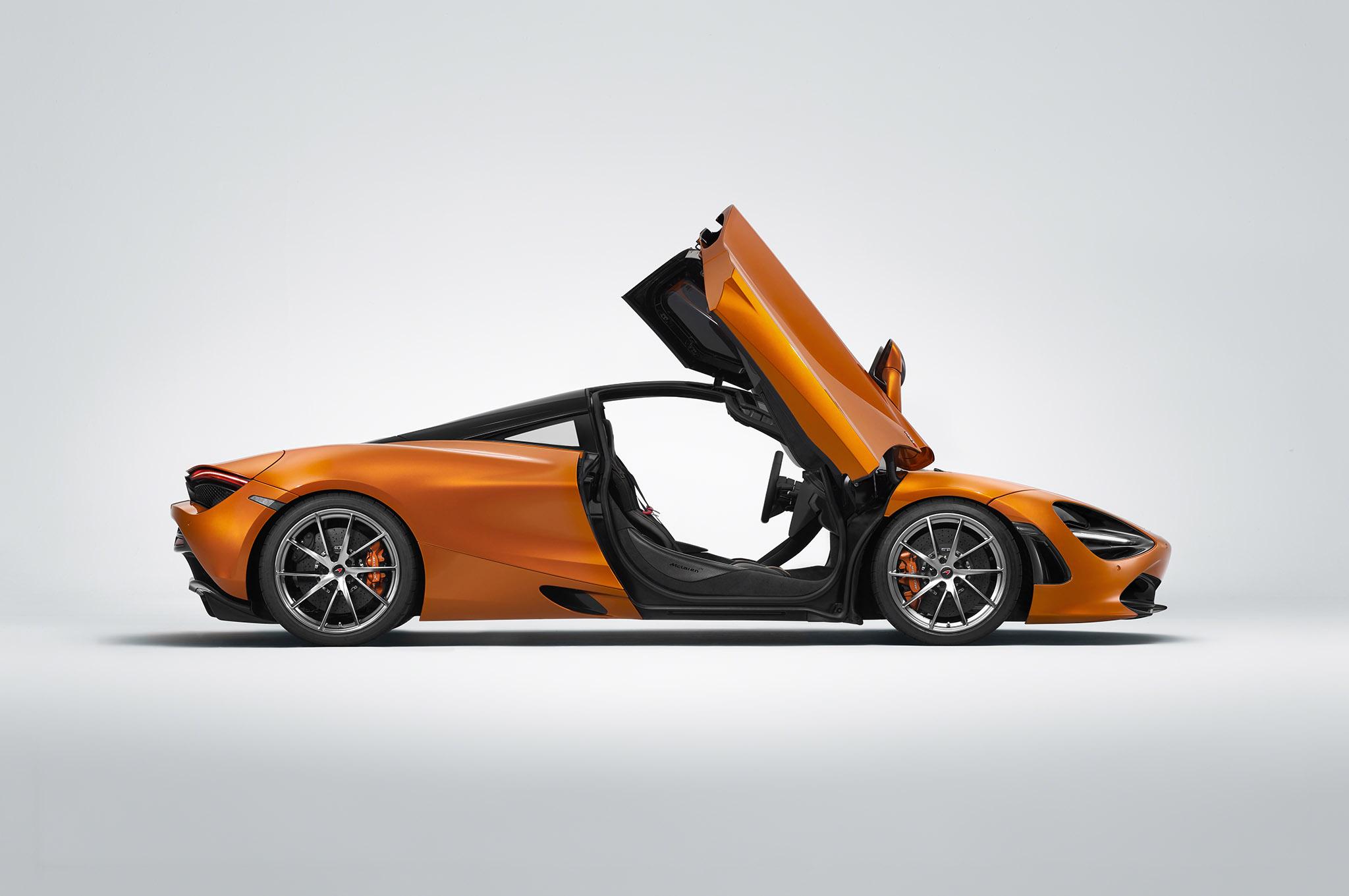2018-McLaren-720S-Profile-Doors-Up