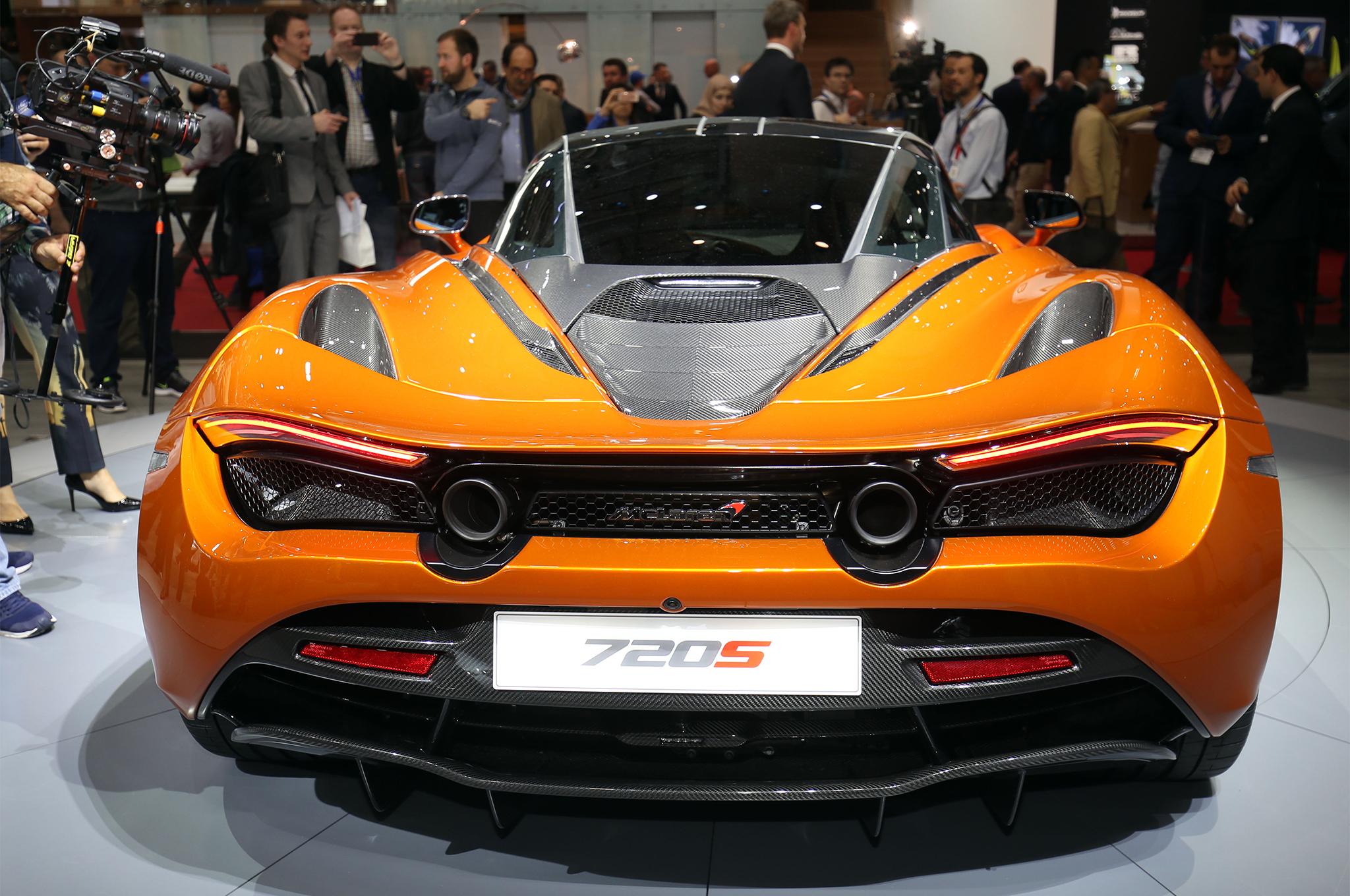 2018-McLaren-720S-rear-end