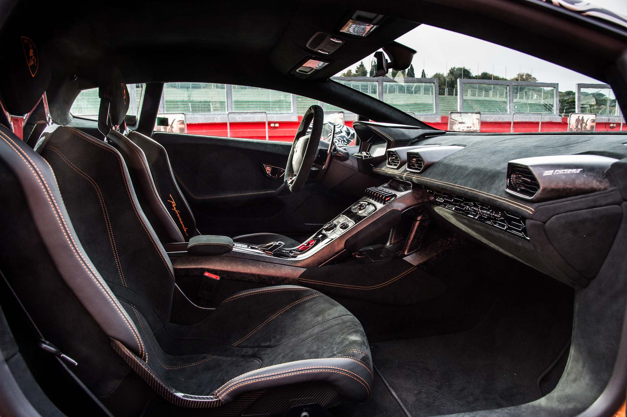 Lamborghini-Huracan-Performante- ..