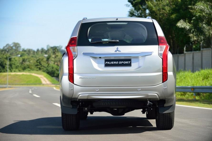 -Mitsubishi-Pajero-Sport-rear-