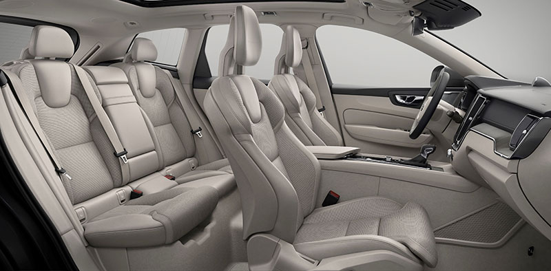2018-Volvo-XC60-interior-2