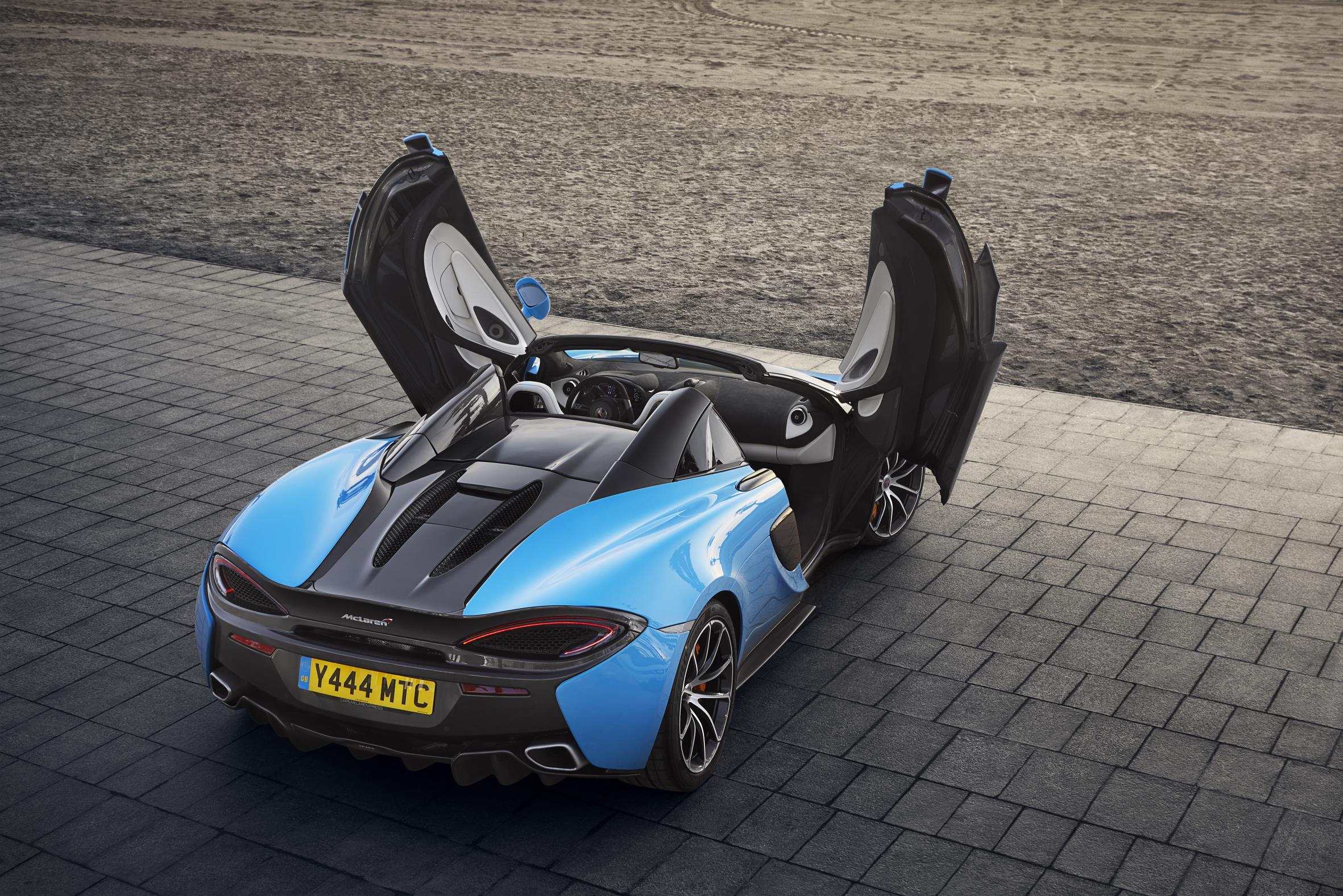 McLaren_570S_Spider_Drive-0009