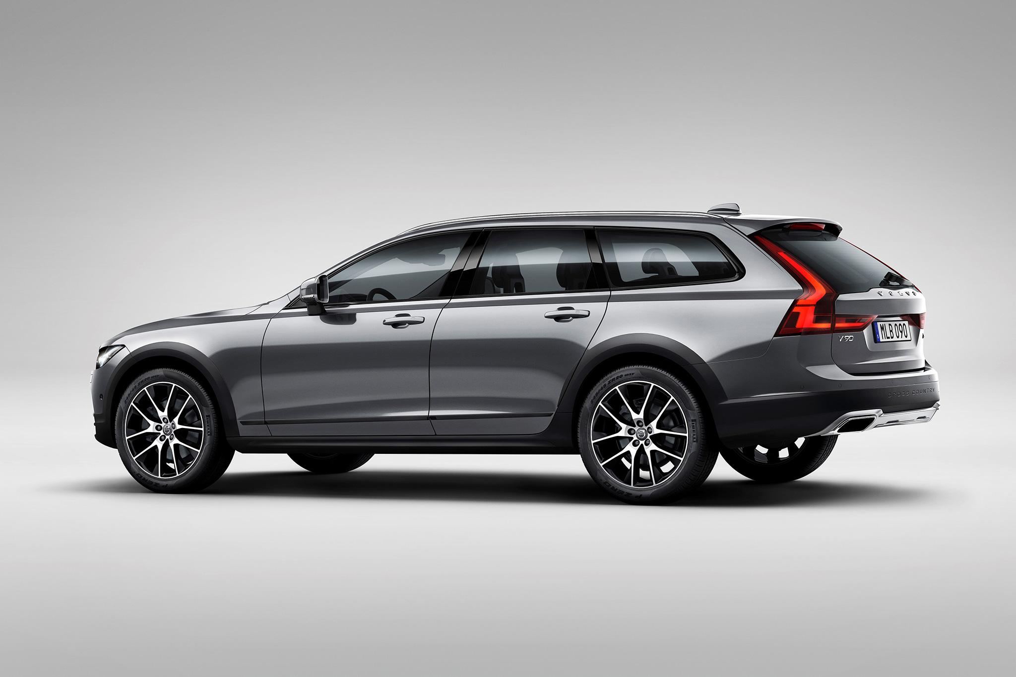 2017-Volvo-V90-Cross-Country-