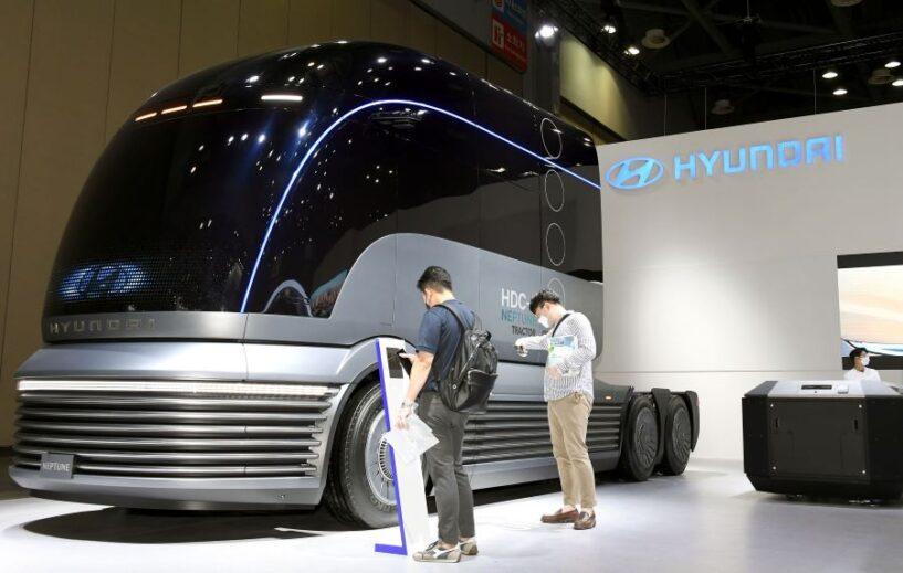 El Gobierno y Hyundai exportan camiones propulsados por hidrógeno a Suiza
